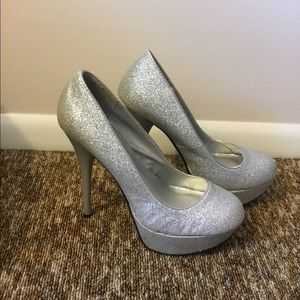 Qupid Shoes - Qupid Shiny Silver Heels Size 6